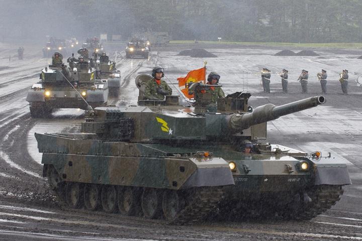 富士駐屯地祭観閲行進 90式戦車
